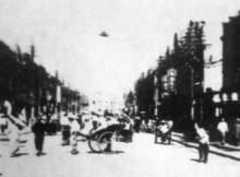 Photo-of-UFO-over-busy-street-in-China-1942-660x330