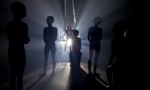 http://anomalija.lt/wp-content/uploads/2013/09/aliensteaching-300x181.jpg
