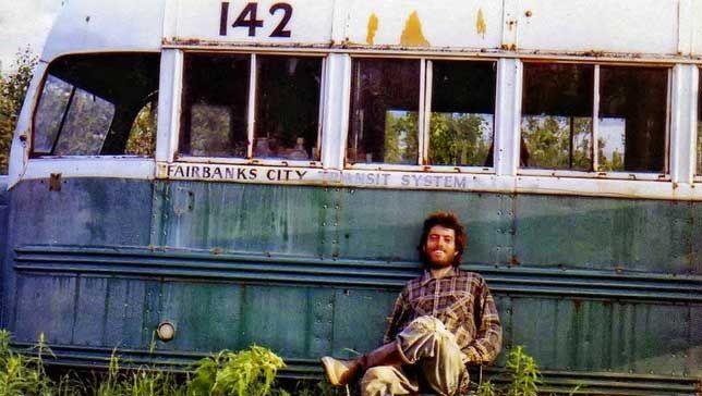 Chrisas prie rasto autobuso. Tai paskutinė jo nuotrauka kurioje jis pats save įamžino.