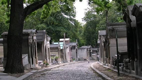 Resurrection_Mary_Cemetery