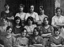 1900-moterys-ranka