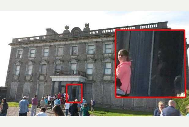 Ypač pagarsėjo 2011 metais daryta nuotrauka, kurioje matyti merginos vaiduoklis.