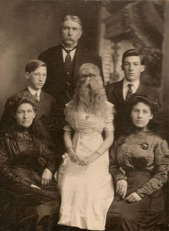 Alice su savo šeima.