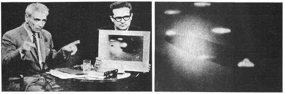"""Dž.Adamskis prieš televizijos kameras pasakoja apie didžiulį """"motininį"""" veneriečių kosminį laivą, užfiksuotą fotografijoje, kurią rankose laiko laidos vedėjas. Šaltinis: Lietuvos etnokosmologijos muziejaus fotoarchyvas."""