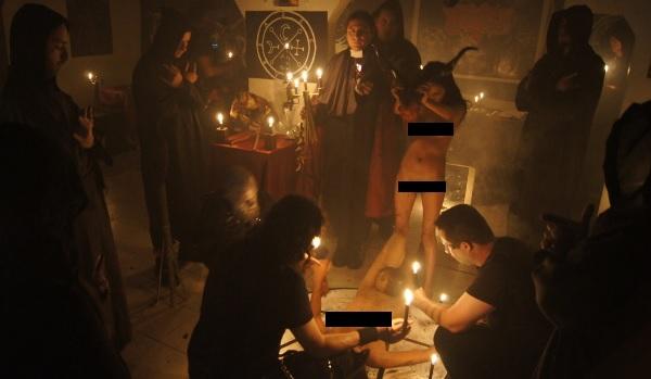 Satanistų įšventimo apeiga Kolumbijoje.