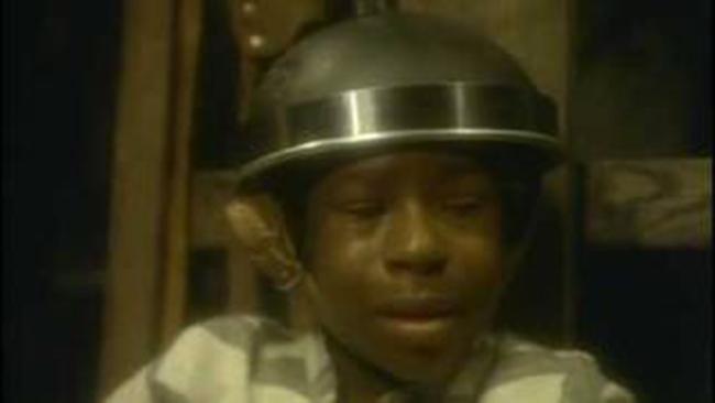 Berniukas prieš egzekucijos pradžią, negalėjo sulaikyti ašarų.